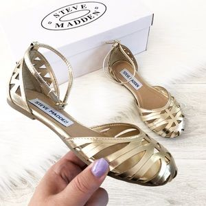 Steve Madden Tamera Gold Flat closed toe Sandals